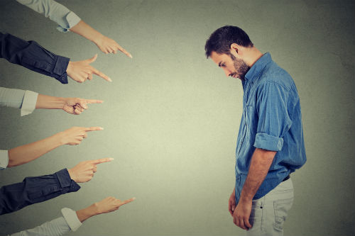 Skam traumatiserer og lukker ned for din menneskelighed. Slip skammen med kropsterapi hos Rudi Sorgenfri